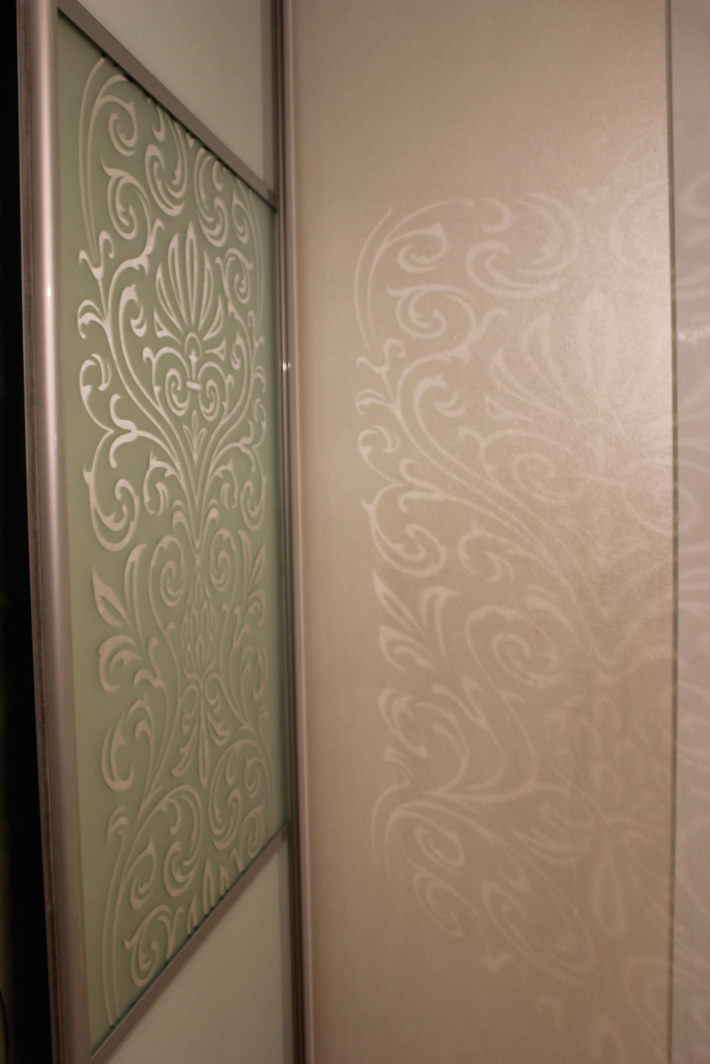 При определенных сценариях освещения появляются волшебные блики на стене