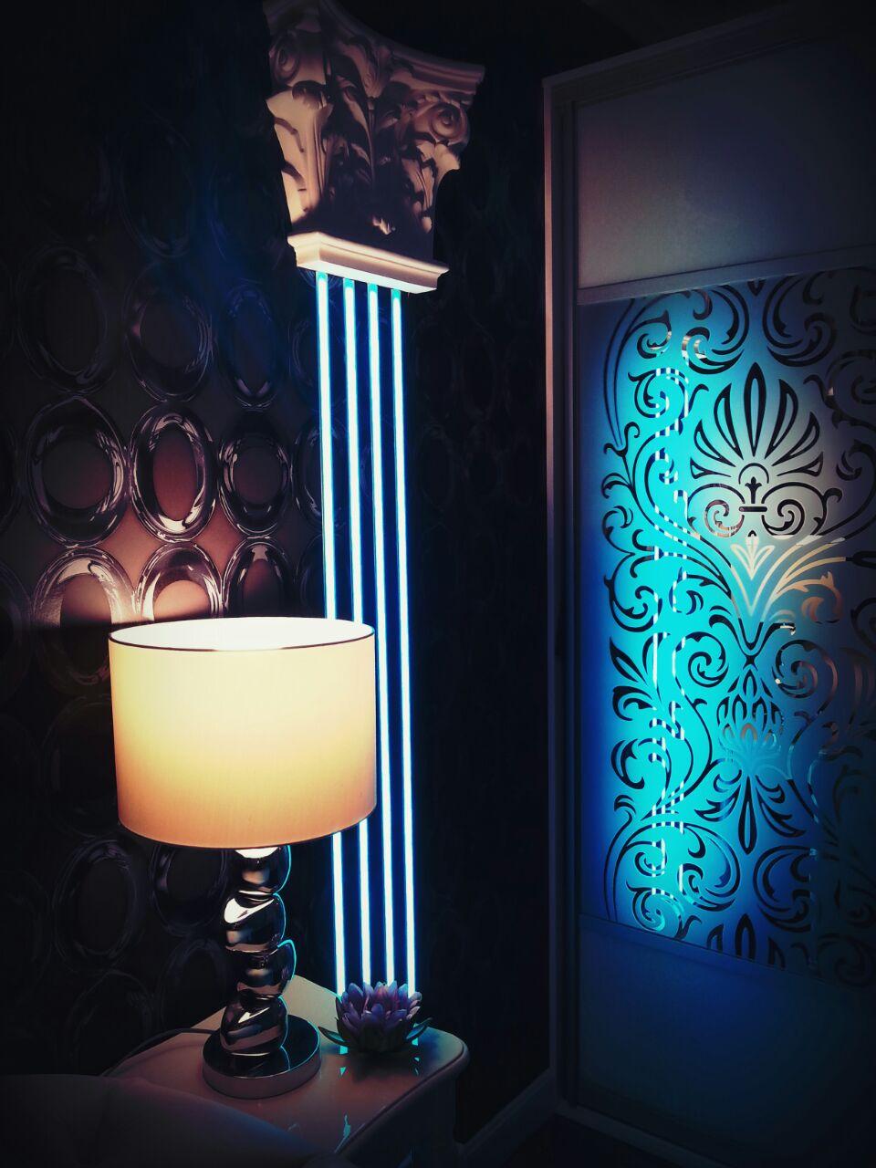 комната для гостей светящаяся колонна